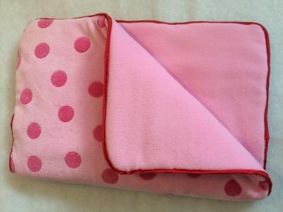 Underlägg i rosa och prickar